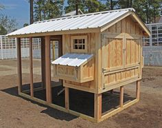 Simple chicken coop designs is part of Diy Chicken Coop Plans Ideas That Are Easy To Build - Run chickens) from My Pet Chicken petchickens My Pet Chicken, Small Chicken Coops, Easy Chicken Coop, Diy Chicken Coop Plans, Portable Chicken Coop, Backyard Chicken Coops, Building A Chicken Coop, Chickens Backyard, Chicken Runs