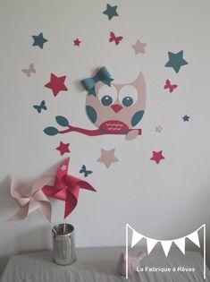 Stickers hibou et ses 16 étoiles et papillons - rose poudré bleu pétrole fuchsia - décoration chambre fille bébé rose : Décorations murales par la-fabrique-a-reves