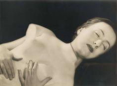 MAN RAY (1890-1976) Sans titre (femme allongée avec torse de la Vénus de Médicis), vers 1935-1937 tirage argentique signé au crayon (en bas à droite sur l'image), cachet du photographe 'Val de Grace' (au verso) image 16.8 x 22.5 cm. (6 5/8 x 8 7/8 in.) Price realised EUR 55,500 Christies;Shalom Shpilman vendue au profit du Shpilman Institute for Photography 13 - 20 November 2015, Paris
