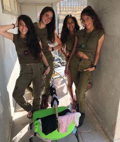 Bikinis And Bazookas! The Stunningly Beautiful Women Of The IDF Idf Women, Military Women, Israeli Female Soldiers, Amazing Women, Beautiful Women, Israeli Girls, Military Girl, Warrior Girl, Girls Uniforms