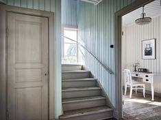 Yellow house on the beach: Modern, rustic and vintage Rustic Staircase, Staircase Design, Us White House, Interior And Exterior, Interior Design, House Stairs, Scandinavian Home, Dream Decor, Bedroom Colors
