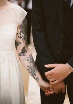 There is something magical and attractive about sleeve tattoos for women. Learn more about sleeve tattoos with us! Popular Tattoos, Trendy Tattoos, Cute Tattoos, Body Art Tattoos, Awesome Tattoos, Tattoo Drawings, Tatoos, Piercing Tattoo, Piercings