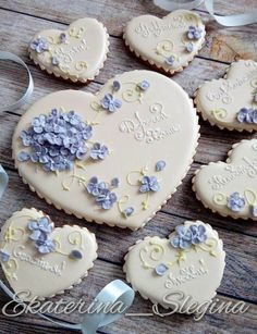 """Interesting border for """"dressing up"""" your fancy cookies ! Fancy Cookies, Valentine Cookies, Iced Cookies, Cute Cookies, Easter Cookies, Cookies Et Biscuits, Sugar Cookies, Christmas Cookies, Birthday Cookies"""