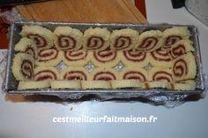 Bûche royale aux framboises Charlotte Cake, Cake Recipes, Dessert Recipes, Croatian Recipes, Christmas Desserts, Sweet Treats, Food And Drink, Kitchenaid, Cake Filling Recipes