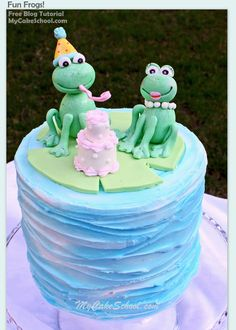 Learn to make these adorable gum paste frogs in MyCakeSchool.com's free blog tutorial!