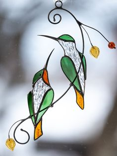 Stained glass suncatcher hummingbird gift for mom Stained glass bird wedding parent gift Custom stained glass window hangings - Cool Glass Art Designs Stained Glass Suncatchers, Stained Glass Crafts, Stained Glass Lamps, Stained Glass Panels, Stained Glass How To, Stained Glass Window Hangings, Custom Stained Glass, Stained Glass Flowers, Stained Glass Designs
