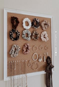 Cute Room Ideas, Cute Room Decor, Teen Room Decor, Room Ideas Bedroom, Cork Board Ideas For Bedroom, Diy Crafts For Room Decor, Teenage Bedroom Decorations, Diy Bedroom Decor For Teens, Diy Cork Board
