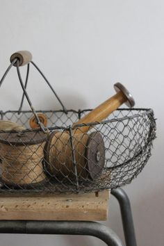 old baskets and wooden spools Wire Basket Decor, Vintage Wire Baskets, Old Baskets, Basket Decoration, Vegetable Basket, Egg Basket, Wooden Spools, Thread Spools, Vintage Room