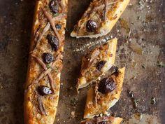 Pikant überbackenes Baguette ist ein Rezept mit frischen Zutaten aus der Kategorie Fruchtgemüse. Probieren Sie dieses und weitere Rezepte von EAT SMARTER!