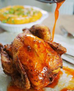 Éppen ezért megmutatjuk a trükköket, amikkel a csirkétek olyan finom lesz, hogy megnyaljátok utána mind a 20 ujjatokat!  Alapvetően három fontos dologról kell beszélgetni, ha egész csirke sütésére adjuk a fejünket. A tökéletes grillcsirke fűszerkeverékről, a sütés módjáról és a pecsenyeléről, amit a csirke fűszeres, vajas szaftjából állítunk elő. Nézzétek a videót és mind … Continued Hungarian Recipes, Fish Dishes, Tandoori Chicken, Soul Food, Chicken Wings, Grilling, Food And Drink, Turkey, Meat