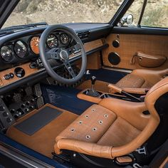 Inside the Philadelphia car Porsche 911 Singer Porsche 911 Singer, Porsche 914, Porsche Cars, Custom Car Interior, Truck Interior, Singer Vehicle Design, Mens Toys, Datsun 510, Car Upholstery