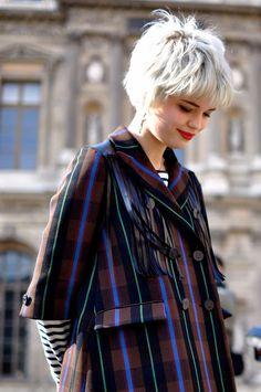 Pixie at Louis Pixie Geldof, Pixie Hairstyles, Cool Hairstyles, Pixie Haircuts, Unnatural Hair Color, Short Curly Pixie, Dark Eyebrows, Haircuts With Bangs, Silver Hair