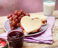 Grape Jelly - Cookidoo® – the official Thermomix® recipe platform Grape Juice Concentrate, Custard Sauce, Grape Jelly, Salted Chocolate, Cashew Butter, Red Grapes, Food Shows, Serving Size, Recipies