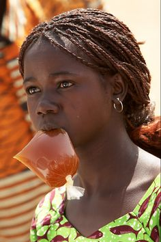 223 - Girl at the borther of Burkina Faso and Ghana ‹ Imagevue Gallery