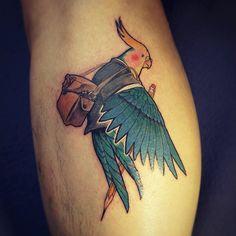 의뢰내용: 손님을 닮은 왕관애무와 연필그려드리기 숨은그림찾기:지렁이 . #tattoo#tattooist#color#타투#새타투#soltattoo#앵무새
