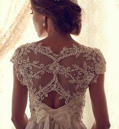 Vestido de noiva: decote com renda nas costas