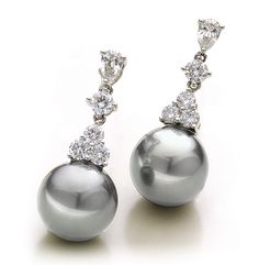 These Tahitian Pearl Earrings are the manifestation of Heaven's tears of joy. They are your personal LITTLE DROPS OF HEAVEN. Alloy 750/- White GoldDescription T