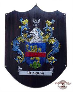 Brasão de Família De Luca  em alumínio sobre escudo de MDF.