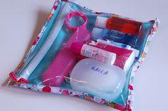 #FakinoTips - Empacando de forma organizada: Elementos de aseo personal en una bolsa exclusiva.