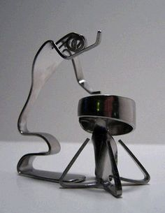 Dishfunctional Designs - Fork art by Matthew Bartik Fork Art, Spoon Art, Silverware Jewelry, Spoon Jewelry, Spoon Rings, Spoon Bracelet, Metal Art Projects, Metal Crafts, Hand Crafts