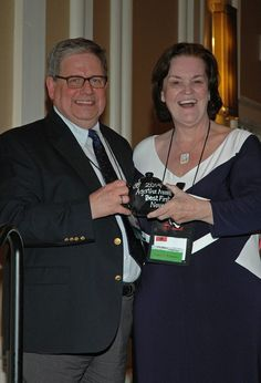 Fan Guest of Honor Bill Starck presents Terrie Farley Moran with the Agatha Award for Best First Novel