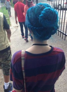 I miss my blue hair! Looks just like it :/