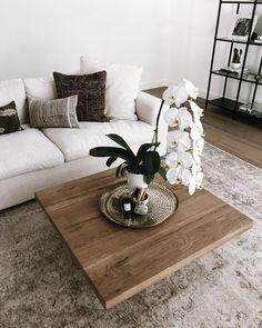 Cosy Home Interior minimal coffee table Home Interior minimal coffee table Decoration Ikea, Decoration Bedroom, Home Living Room, Living Room Designs, Living Room Decor, Decoration Inspiration, Decor Ideas, Room Ideas, Minimalist Living