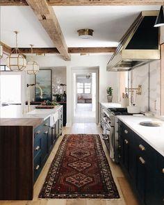 Une cuisine rénovée à petit prix : 10 astuces pour y arriver ! Kitchen Style, House Design, Cheap Home Decor, Home Decor Kitchen, House Interior, Home, Kitchen Remodel, Home Kitchens, Home Remodeling