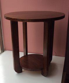 50-luvun alun sohva- tai sivupöytä . korkeus 58cm . pöytälevyn halkaisija 55cm . alalevyn halkaisija 35cm