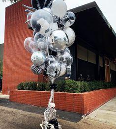 World's Best Bouquets — World's Best Balloons 30th Birthday Themes, Birthday Balloons, Big Balloons, The Balloon, Baby Shower Bouquet, Diy Wedding Food, Sims Baby, Balloon Company, Balloon Arrangements