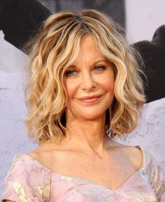 Hairstyles for women over 50 with double chin - Haare & Gesicht - Bob HairStyles Meg Ryan Hairstyles, Hairstyles Over 50, Older Women Hairstyles, Modern Hairstyles, Curly Bob Hairstyles, Braided Hairstyles, Cool Hairstyles, Diane Keaton Hairstyles, Pixie Haircuts
