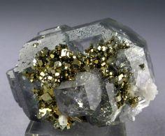 蛍石/石英/黄鉄鉱のコンビネーション