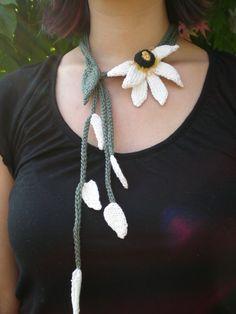 PDF Knit Flower Pattern  Does He Love Me Knit Jewelry par OhmayDIY, $6.00