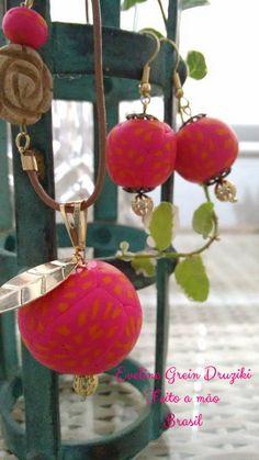 Brinco e colar - Semi Joia - Cerâmica Plastica - Flor de jaspe madeira, Cor: Laranja e Rosa. Feito a mão.