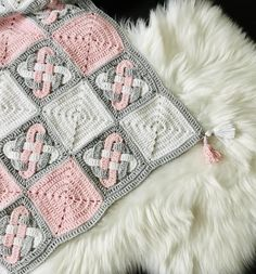 The most beautiful thing in your life is babies. You want the best of everything for them. In this article you will find some very useful info about baby blankets. Enjoy the article and have fun your baby. Crochet Blanket Patterns, Baby Blanket Crochet, Baby Patterns, Crochet Stitches, Knit Crochet, Crocheted Baby Blankets, Booties Crochet, Crochet Hats, Easy Knitting Projects