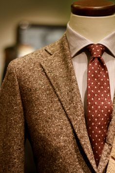 """jhilla: """" Flecks and Specks Fall is the only time I can consider red outside of a tie. The pairing of a dustier shade with brown Donegal tweed has never looked so good to me. Via """" Cores do Outono com. Gentleman Mode, Gentleman Style, English Gentleman, Fashion Moda, Daily Fashion, Mens Fashion, Sharp Dressed Man, Well Dressed Men, Mean Girls"""