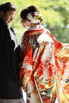 和装 ロケーションフォト - Google 検索 Traditional Wedding Dresses, Traditional Outfits, Yukata Kimono, Wedding Kimono, Japanese Wedding, Pre Wedding Photoshoot, Japanese Outfits, Japanese Kimono, Japan Fashion