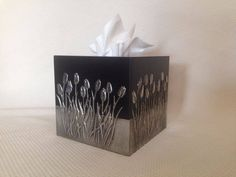 Tissue box by Belinda. Lovely cut out work. Made at Pewter Me Blue… Pewter Art, Pewter Metal, Feuille Aluminium Art, Aluminum Foil Art, Diy And Crafts, Arts And Crafts, Metal Embossing, Metal Artwork, Tissue Boxes