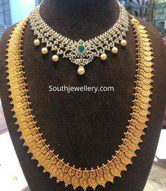 Collier Antique, Décor Antique, Gold Temple Jewellery, Gold Jewellery Design, Diamond Necklace Simple, Emerald Necklace, Gold Necklace, Antique Necklace, Diamond Jewelry