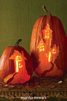 Hilltop haunted houses have their windows ablaze with spookiness in these carvings. Choose tall, oblong pumpkins to showcase the vertical haunted house carvings in this low-effort pumpkin design idea for Halloween. #marthastewart #pumpkins #diypumpkins #falldecor #halloween Halloween 2020, Halloween Art, Halloween Pumpkins, Halloween Decorations, Halloween Stuff, Best Pumpkin, Diy Pumpkin, Pumpkin Template, Old Coffee Tables