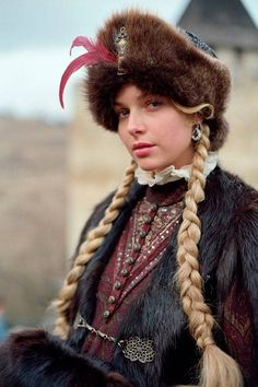 Polish actress Magdalena Mielcarz in costume of Polish nobility. Folk Costume, Costumes, Mode Russe, Polish Clothing, Acid House, Beauty And Fashion, Russian Fashion, Russian Style, Ethnic Fashion