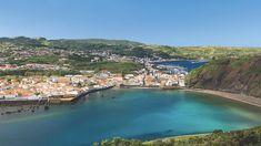Faial, die blaue und kosmopolitische Insel Die Insel von 21 Kilometer Länge und einer Maximalbreite von 14 Kilometern nimmt eine Fläche von etwa 172 Quadratkilometern ein. Videos Salvador, Amazing Destinations, Travel Destinations, Portuguese Culture, Portugal Travel, Group Travel, Boat Tours, Whale Watching, Algarve