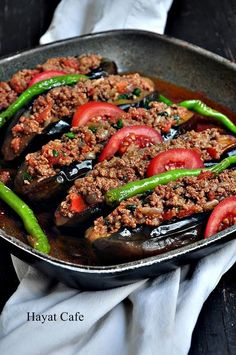 Karnıyarık Tarifi-Nasıl Yapılır - Hayat Cafe Kolay Yemek Tarifleri - Et Yemekleri - Las recetas más prácticas y fáciles Meat Steak, Bbq Meat, Iftar, Meat Recipes, Dinner Recipes, Cafe Recipes, Meat Appetizers, Cafe Food, Turkish Recipes