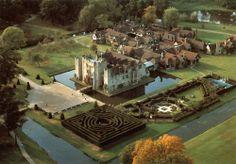 Hever Castle, Kent, England - childhood home of Anne Boleyn. Anne Boleyn, Beautiful Castles, Beautiful Places, Beautiful Buildings, Places To Travel, Places To Visit, England And Scotland, Kent England, English Castles
