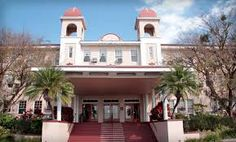 Kenilworth Lodge   Sebring Florida   Haunted Travels USA   Impressive ghostly activities has been reported by many professional ghost hunting groups and guests/staff at the inn. Eerie feelings are reported on the staircase, and doors have been seen opening and closing entirely on their own.