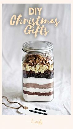 DIY Christmas gift ideas that are way better than store-bought presents. You don't need to be an expert DIY-er to make beautiful presents your friends will actually love. Christmas Treats, Christmas Baking, All Things Christmas, Christmas Holidays, Diy Christmas Kitchen Gifts, Christmas Decorations, Christmas Hamper, Cheap Christmas, Christmas Quotes