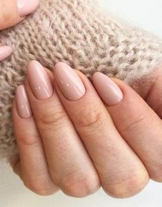 False nails have the advantage of offering a manicure worthy of the most advanced backstage and to hold longer than a simple nail polish. The problem is how to remove them without damaging your nails. Neutral Nails, Nude Nails, Pink Nails, My Nails, Matte Nails, Nails 2017, Opi Pink, Beige Nails, Coffin Nails
