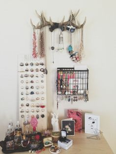 diy jewelry display - i'm really loving the antlers!!