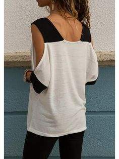 PopYourChic White Patchwork Print Cut Out V-neck Casual T-Shirt The tee shirt features half sleeve and v neck. Easy to pair with jeans or skirts for everyday fashion. Blouse Styles, Blouse Designs, Diy Clothes, Clothes For Women, Clothes Refashion, Pullover Shirt, Shirt Makeover, Cut Shirts, T Shirt Diy