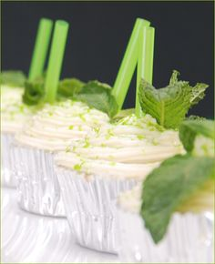 or #MintJulep Cupcakes? Perfect for the #KentuckyDerby this Sat. Cleverly garnished with short straws and fresh mint leaves, of course!